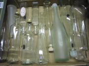 12 weiße Flaschen