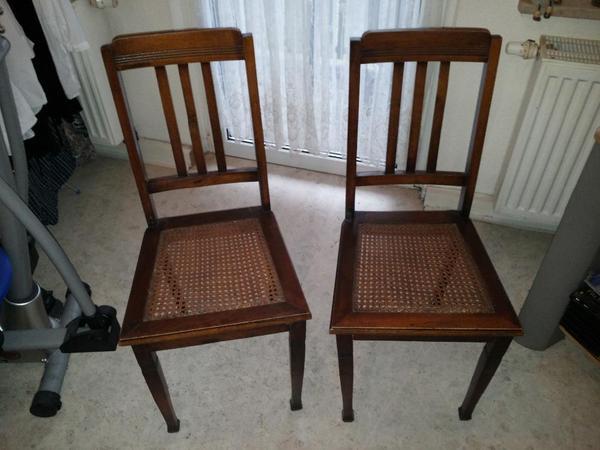 biete hier zwei sch ne antike st hle an sitzfl chen. Black Bedroom Furniture Sets. Home Design Ideas