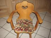 2 Stühle aus