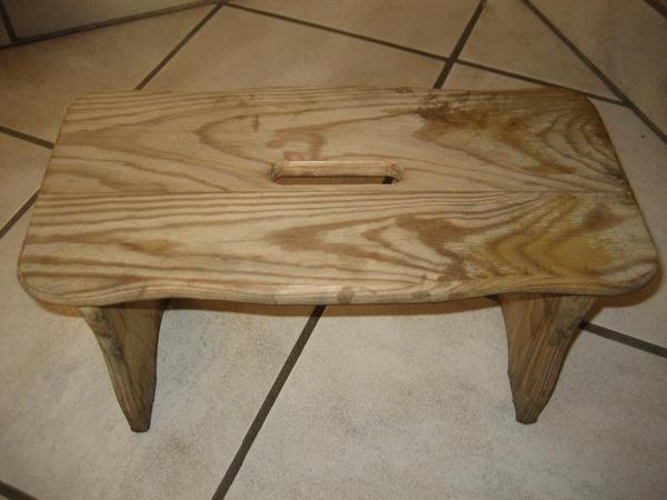alter holzschemel kleiner stuhl sitzgelegenheit in birkenheide stilm bel bauernm bel kaufen. Black Bedroom Furniture Sets. Home Design Ideas