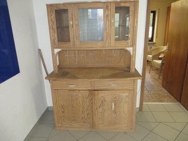 Alter Küchenschrank Restaurierungsarbeiten erforderlich