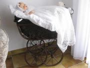 Antiker Puppenwagen mit