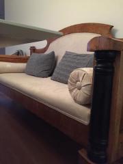 Antikes Sofa im