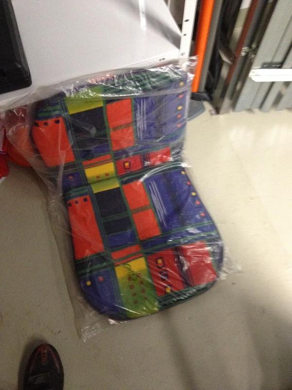 biete ca 5 evtl eins oder zwei mehr auflagen f r gartenst hle an f r 15 euro wechseln alle. Black Bedroom Furniture Sets. Home Design Ideas