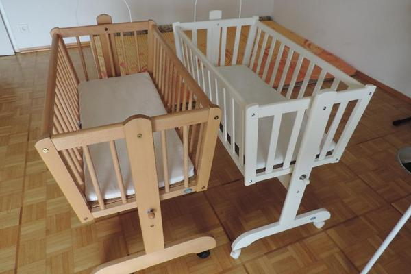 baby wiege bett aus holz mit matratze mit himmel nestchen in ettlingen wiegen babybetten. Black Bedroom Furniture Sets. Home Design Ideas