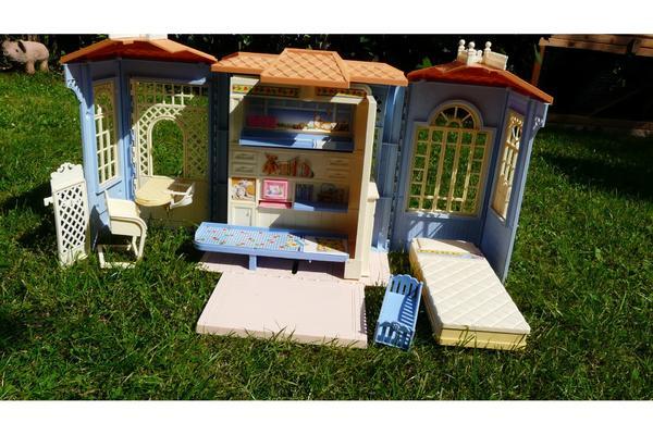 barbie haus in frankfurt puppen kaufen und verkaufen ber private kleinanzeigen. Black Bedroom Furniture Sets. Home Design Ideas