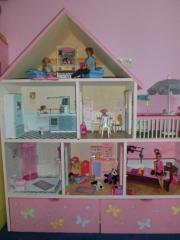 barbie haus holz kinder baby spielzeug g nstige angebote finden. Black Bedroom Furniture Sets. Home Design Ideas