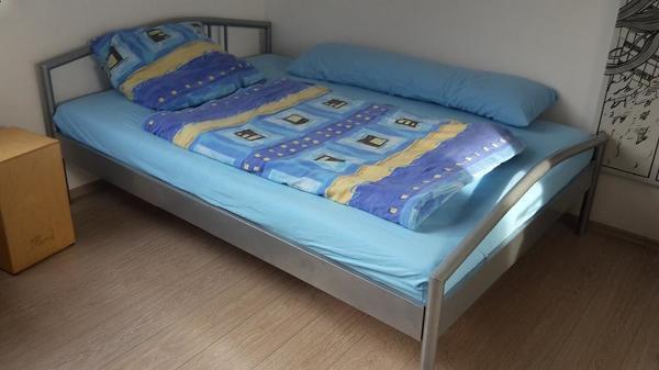 bett 140cmx200cm mit lattenrost matratze und matratzenschoner in b hl betten kaufen und. Black Bedroom Furniture Sets. Home Design Ideas