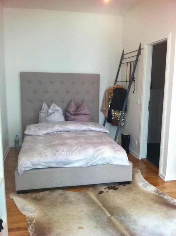 bett mit hohem kopfteil in r ttenbach betten kaufen und verkaufen ber private kleinanzeigen. Black Bedroom Furniture Sets. Home Design Ideas