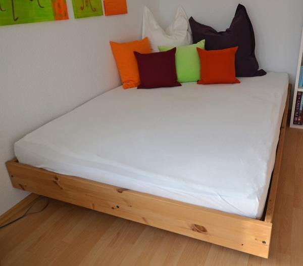 bettgestell auf rollen mit lattenrost in altdorf betten. Black Bedroom Furniture Sets. Home Design Ideas