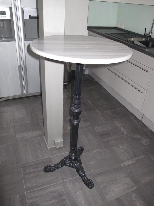 Bistrotisch marmor wei grau mit gu eisenfu in frankfurt for Marmor bistrotisch