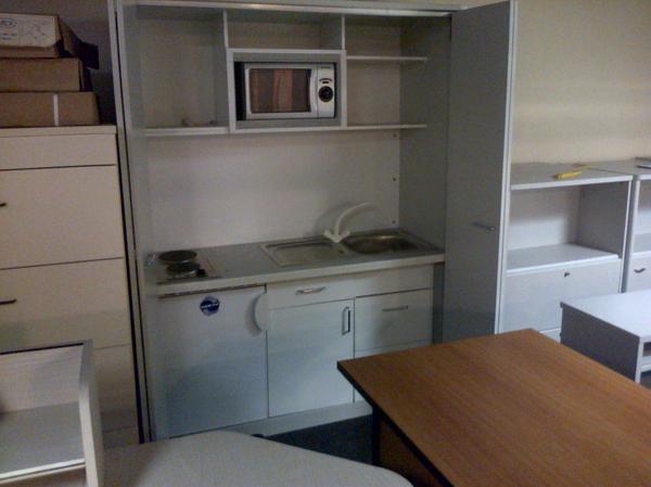 b rok che im schrank mikrowelle k hlschrank mit eisfach. Black Bedroom Furniture Sets. Home Design Ideas