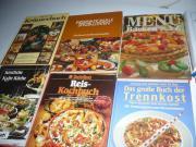 ca. 60 Kochbücher,