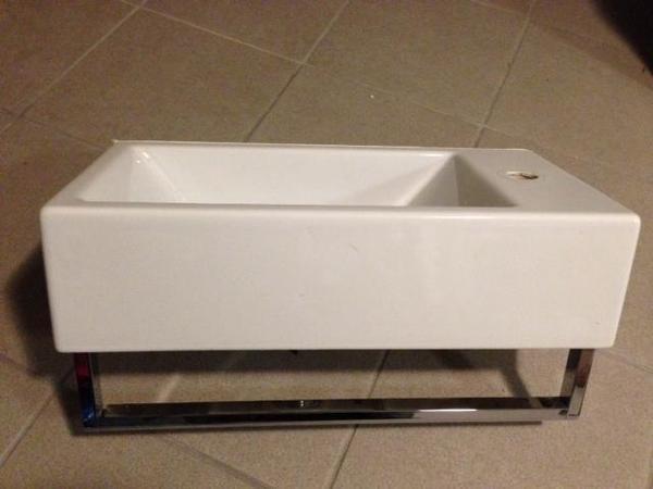 catalano waschbecken f r g ste wc in dornbirn bad. Black Bedroom Furniture Sets. Home Design Ideas