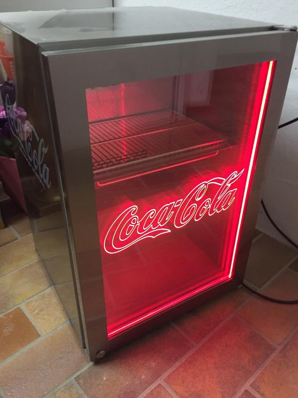 coca cola k hlschrank von liebherr in vaihingen k hl und gefrierschr nke kaufen und verkaufen. Black Bedroom Furniture Sets. Home Design Ideas