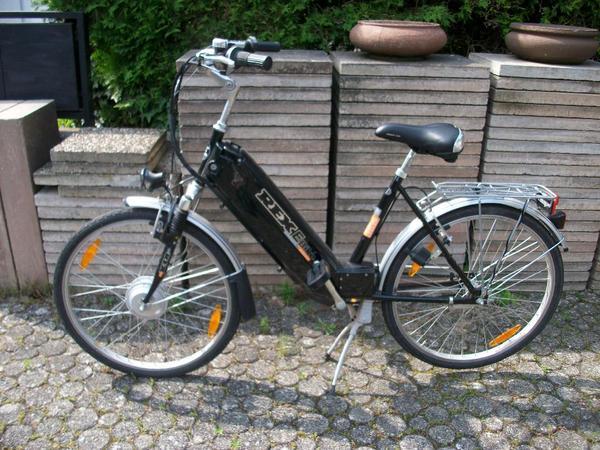 e bike damenfahrrad 26 zoll mit ladeger t in neuenb rg. Black Bedroom Furniture Sets. Home Design Ideas