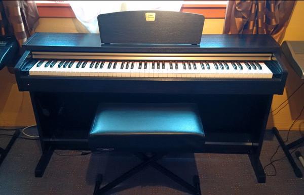 clavinova piano neu und gebraucht kaufen bei. Black Bedroom Furniture Sets. Home Design Ideas