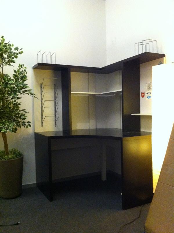 eckschreibtisch eckarbeitsplatz von ikea 39 mikael 39 in m nchen ikea m bel kaufen und verkaufen. Black Bedroom Furniture Sets. Home Design Ideas