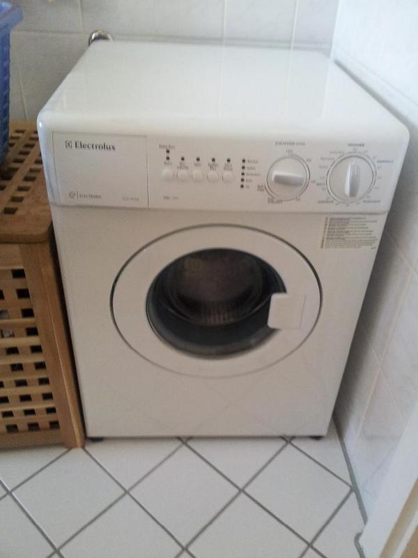 electrolux waschmaschine ewc1350 3 kg gut geeignet f r schr gen und kleine pl tze in m nchen. Black Bedroom Furniture Sets. Home Design Ideas