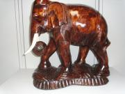 Elefant aus Holz,