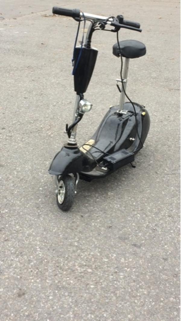 elektro roller elektro scooter in metzingen sonstige. Black Bedroom Furniture Sets. Home Design Ideas