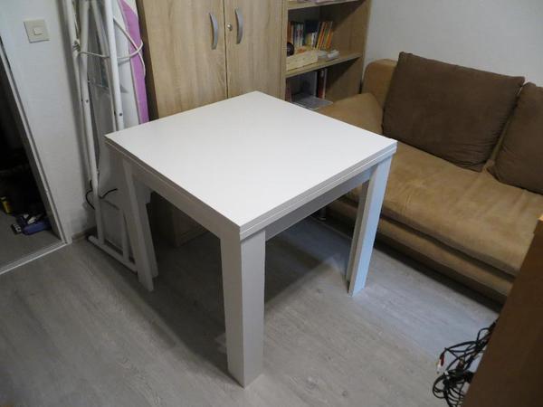 neuwertiger stabiler esstisch 1 2 jahr alt in der farbe wei die abmessungen sind 80x80 cm. Black Bedroom Furniture Sets. Home Design Ideas