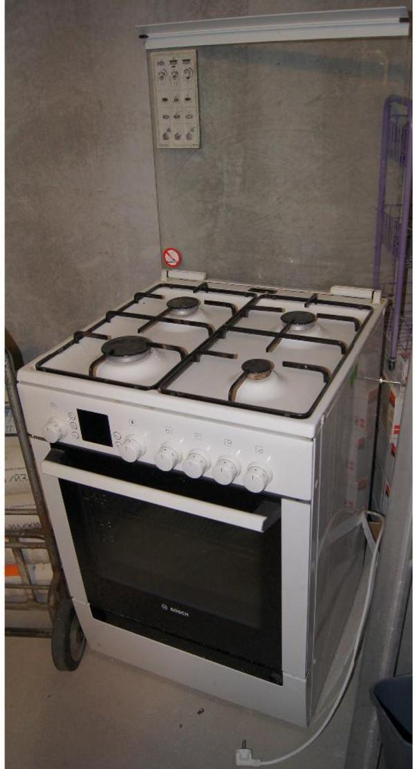 f r kenner bosch propan gasherd mit xxl elektror hre typ hsv745020 guter zustand in. Black Bedroom Furniture Sets. Home Design Ideas