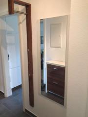 Garderobe und Spiegel