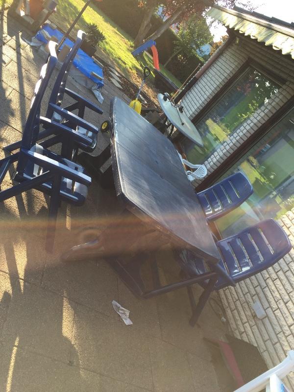 Gartenmöbel Großer Tisch plus 4 Stühle in Eppingen ...