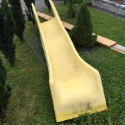 Gelbe Rutschbahn