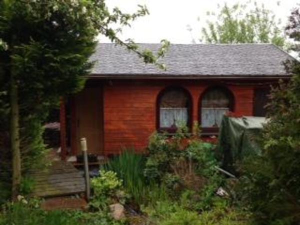 gem tlicher bungalow in kleingartenanlage an der altenburg. Black Bedroom Furniture Sets. Home Design Ideas