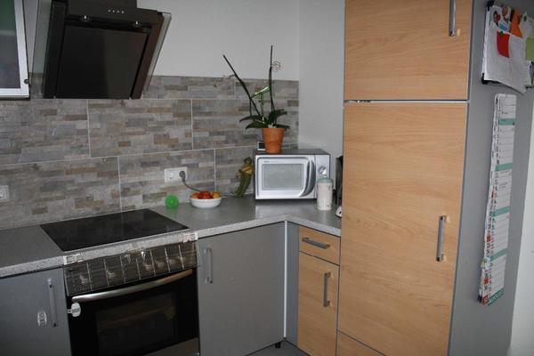gro e moderne k che mit elektroger ten und beleuchteter theke in werne k chenzeilen. Black Bedroom Furniture Sets. Home Design Ideas