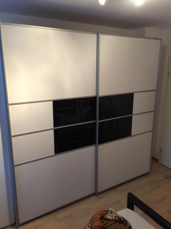 gro er kleiderschrank in erlangen schr nke sonstige. Black Bedroom Furniture Sets. Home Design Ideas