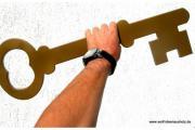 Holzschlüssel zur Hauseinweihung