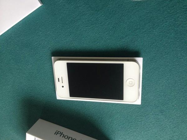iphone 4s 32gb mit apps im wert 120 in heilbronn apple. Black Bedroom Furniture Sets. Home Design Ideas