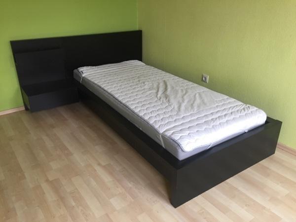 jugendbett malm von ikea dunkel mit nachttischanbau. Black Bedroom Furniture Sets. Home Design Ideas