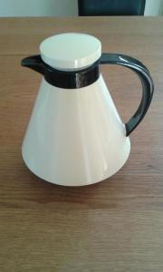Kaffeekanne schwarzweiß ca.