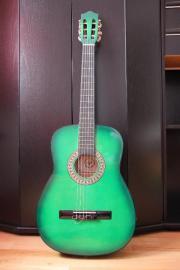 Kaum gebrauchte Gitarre