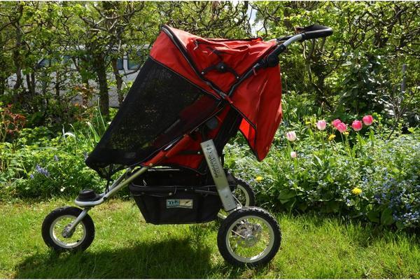 kinderwagen tfk joggster twist rot toller wagen in m nchen kaufen und verkaufen ber. Black Bedroom Furniture Sets. Home Design Ideas