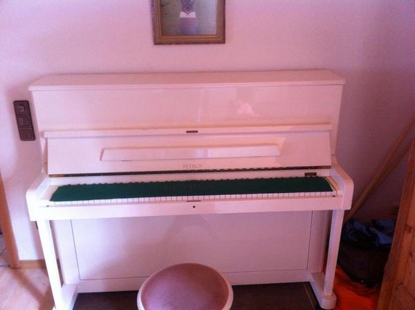 klavier petrof wei. Black Bedroom Furniture Sets. Home Design Ideas