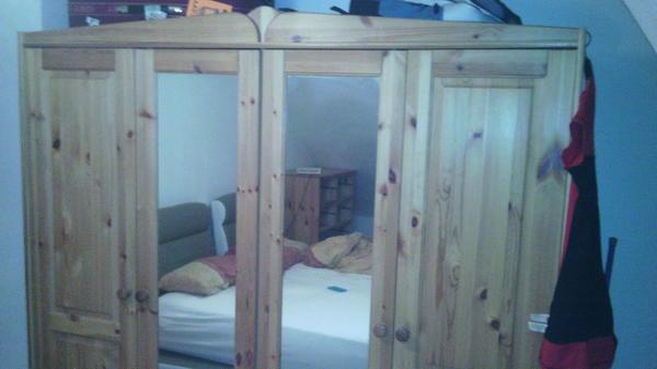 kleiderschrank 4 t rig aus massivem buchenholz mit 4 t ren dafon 2 spiegelt ren frei. Black Bedroom Furniture Sets. Home Design Ideas