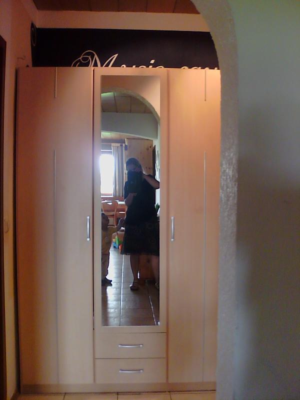 kleiderschrank mit spiegel dreit rig in steinweiler schr nke sonstige schlafzimmerm bel. Black Bedroom Furniture Sets. Home Design Ideas