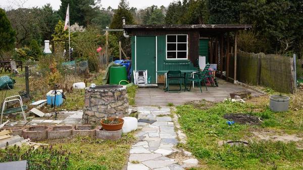kleingarten mit gartenh tte u schuppen zu verpachten in. Black Bedroom Furniture Sets. Home Design Ideas