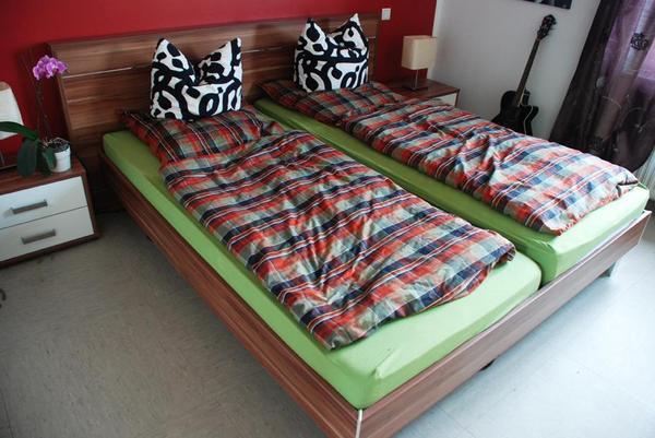 komplettes schlafzimmer bett und schrank in neuss schr nke sonstige schlafzimmerm bel kaufen. Black Bedroom Furniture Sets. Home Design Ideas