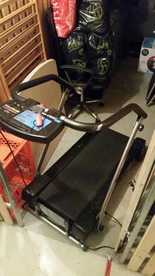 laufband mit motor 1 12 km h in feldkirch fitness bodybuilding kaufen und verkaufen ber. Black Bedroom Furniture Sets. Home Design Ideas