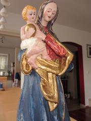 Madonna Holz 33