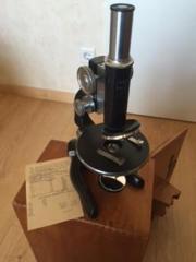 Mikroskop von W