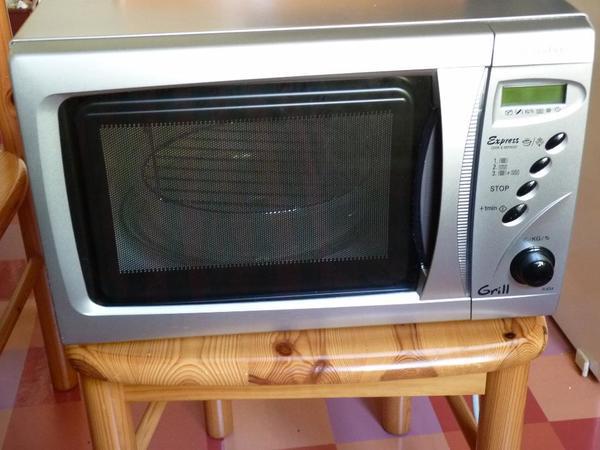 mikrowelle mit grill sharp r 634 in berlin k chenherde grill mikrowelle kaufen und verkaufen. Black Bedroom Furniture Sets. Home Design Ideas