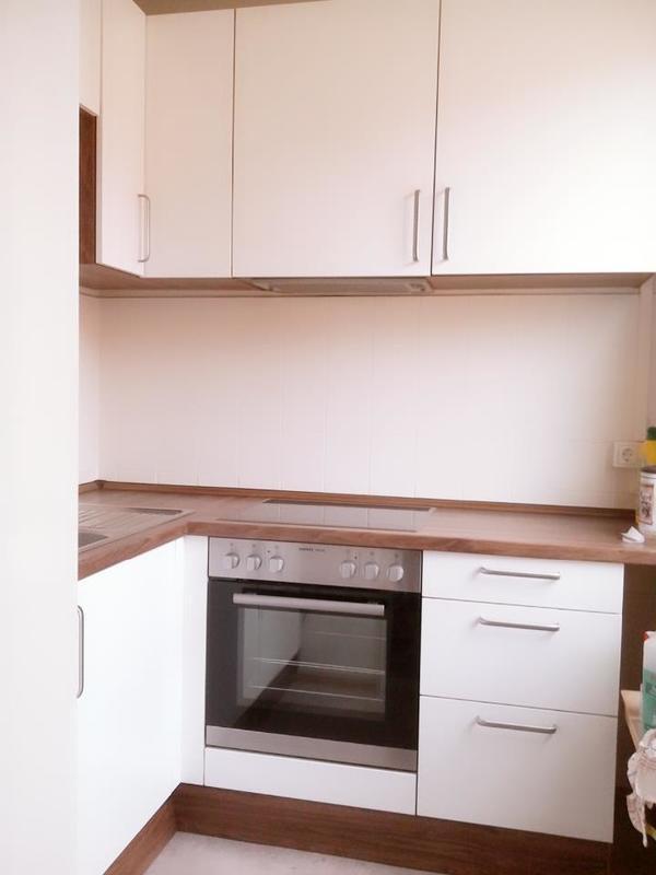 moderne k chenzeile in wei nussbaum mit e ger ten in. Black Bedroom Furniture Sets. Home Design Ideas