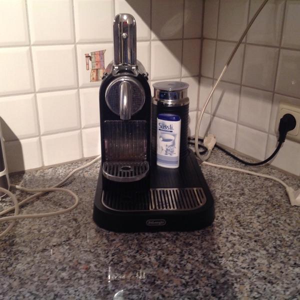 nespresso maschine in frankfurt kaffee espressomaschinen kaufen und verkaufen ber private. Black Bedroom Furniture Sets. Home Design Ideas